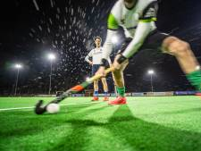 Echte hockeyliefde is: samen strafcorners oefenen op een doodstille dinsdagavond in Velp