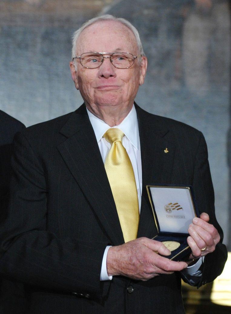 Armstrong in 2011 poserend met een eremedaille Beeld afp