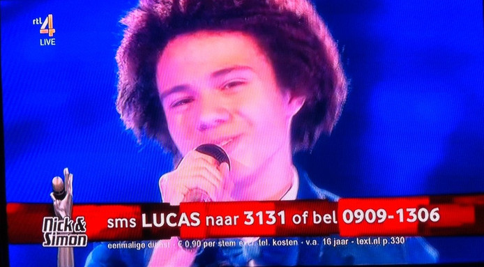 Lucas in actie in de finale van The Voice Kids.