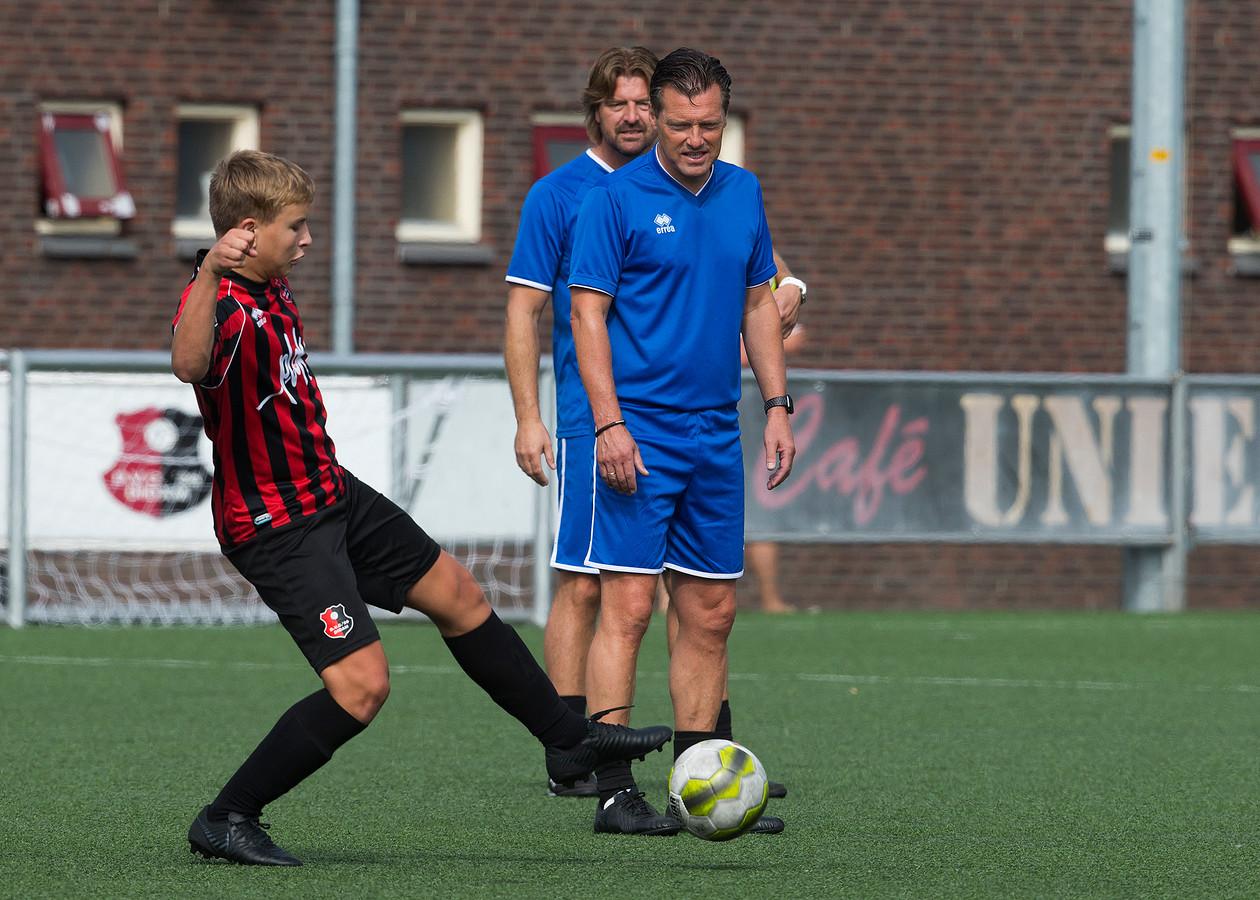 Jan Oosterhuis als trainer van DVC'26.