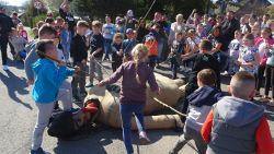 Poolse kinderen tuigen Judas-pop af die eruit ziet als orthodoxe Jood