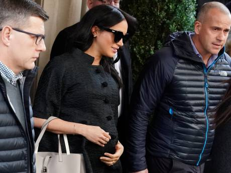 Details babyshower Meghan bekend: peperduur penthouse en roze rozen