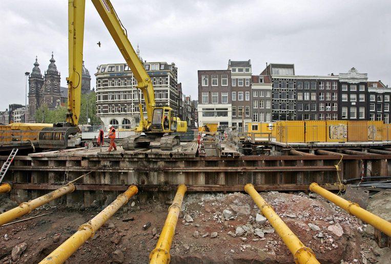 Het gebied bij het Centraal Station in 2004: een grote bouwput Beeld anp