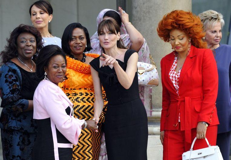 First Ladies: De Centraal Afrikaanse Monique Bozize, de Gabonese Sylvia Bongo, de Congolese Antoinette Sassou-Nguesso, de Beninse Chantal de Souza Yayi, de Franse Carla Bruni-Sarkozy, de Kameroense Chantal Biya en de Senegalese Senegal First Lady Viviane Wade