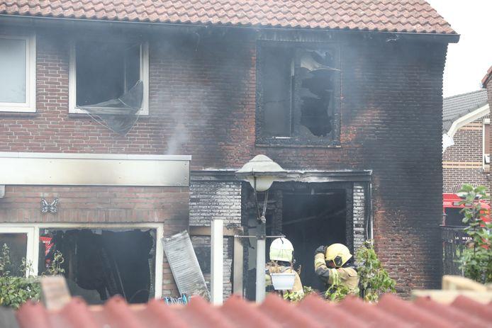 Geblakerd en zwaar beschadigd, de woning van Anja van Veggel.