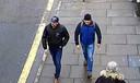 Bosjirov en Petrov (r) lopen op 4 maart door Fisherton Road in Salisbury.