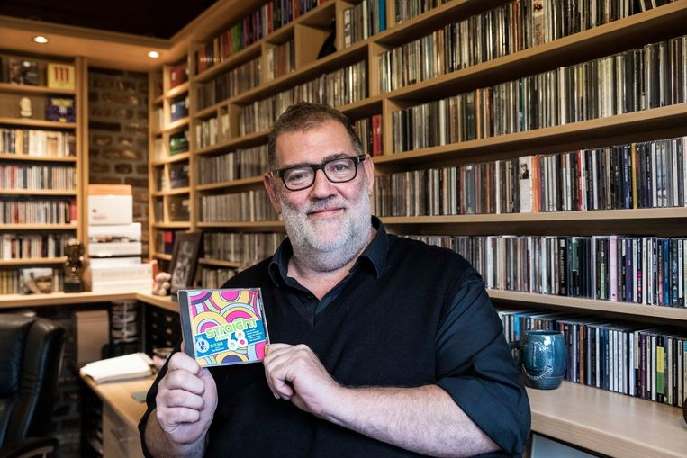 Dirigent Piet Van Sichen met de cd.