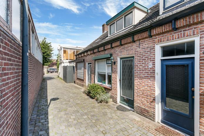 Veel oppervlakte betekent ook veel schoonmaken. Wie het liever kleiner heeft, kan terecht bij dit stulpje uit 1900. Het kleinste huisje van dit weekend (65m2) staat voor 139.500 euro te koop in Oosterhout.