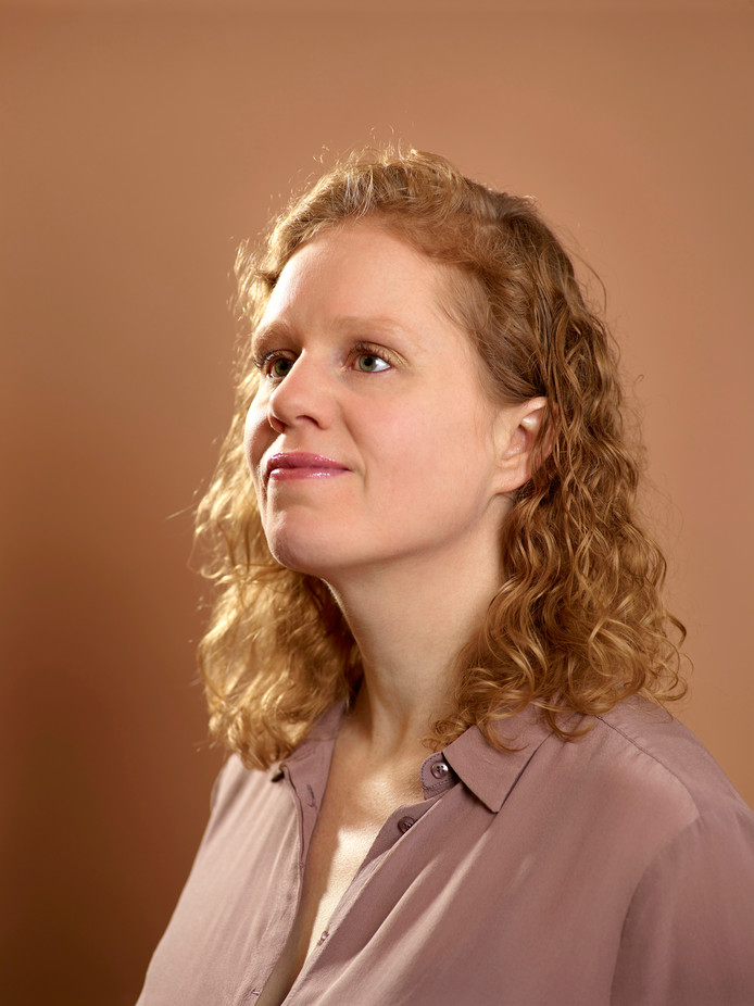 Fleur van der Bij heeft het verlies van haar zusje op latere leeftijd verwerkt.