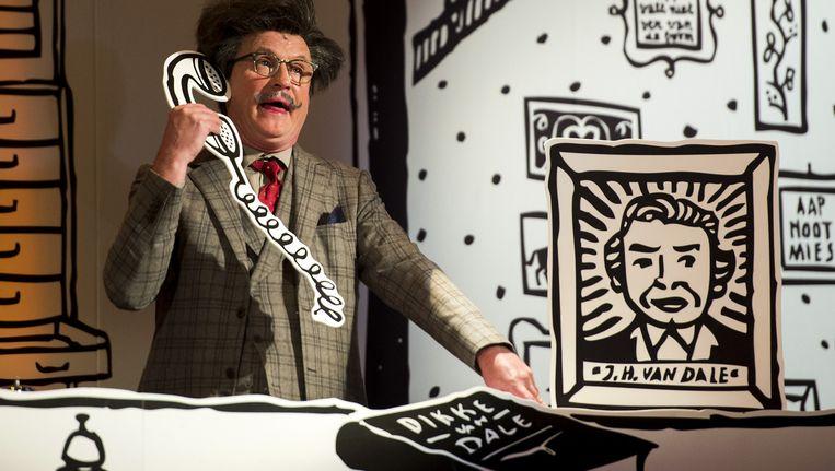 Arjan Ederveen tijdens de jubileumvoorstelling Hotel Van Dale, ter gelegenheid van 150 jaar Van Dale woordenboek (2014). Beeld anp kippa