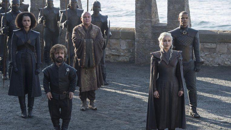 Daenarys Targaryen landt eindelijk op het strand van haar geliefde Dragonstone. Beeld Helen Sloan / HBO