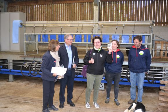 Martine Kinnart mocht de prijs ontvangen uit handen van gedeputeerde Monique Swinnen en in aanwezigheid van Linters burgemeester Marc Wijnants.