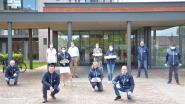 Feestvereniging 'Valère en de zijspiegels' bakt pannenkoeken voor bewoners Zilverbos