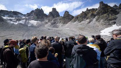 Zwitsers houden 'begrafenismars' voor verdwenen gletsjer
