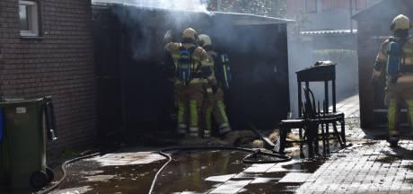 Schuurbrand Renswoude zorgt voor veel rook in de straat