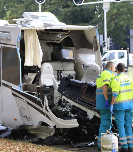 Dode en twee zwaargewonden na botsing tram en camper in Utrecht