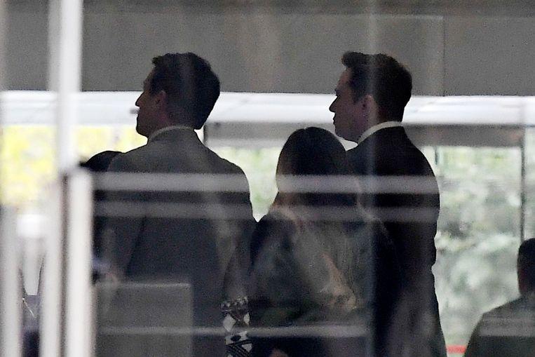 Elon Musk (rechts) in de rechtbank, waar hij zich moet verantwoorden voor laster en eerroof.