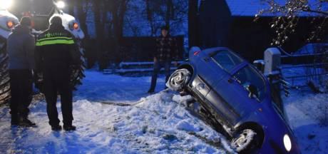 Auto glijdt uit de bocht in Dalfsen