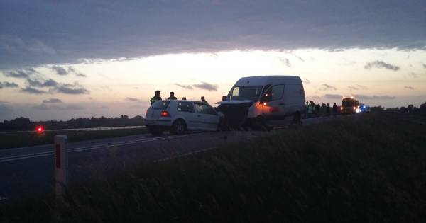 IJsseldijk tussen Deventer en Olst dicht na ernstig ongeluk