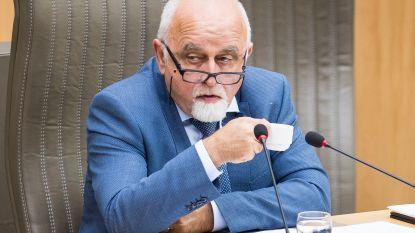 """Jan Peumans gaat doctoreren, maar is voorlopig nog altijd de strengheid zelve: """"Allez, teksten voorlezen, dat kan een papegaai ook"""""""