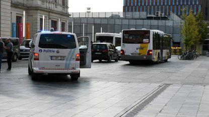 Lijnbus vol in remmen voor overstekend kind