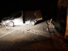Automobilist gewond door aanrijding met wild in bos bij Hoenderloo