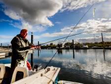 Doordeweeks werkt hij in de fietsenstalling in het weekend vist René op zijn boot