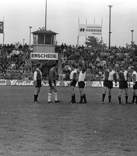 Feyenoord landskampioen: supporters op de grasmat