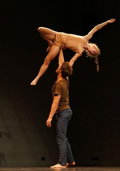 In de Belcrum biedt ook Podium Bloos een uitgebreid programma. Zo is er onder meer van Kim-Jomi Fischer en Marta Alstadsæter de voorstelling 'Engel'op de scheidslijn van circus en dans
