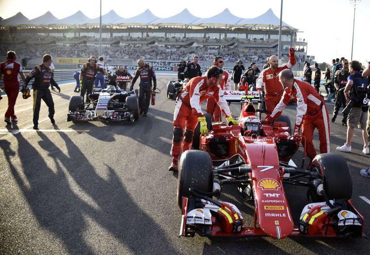 Verstappen en Räikkönen voor de start. Beeld afp