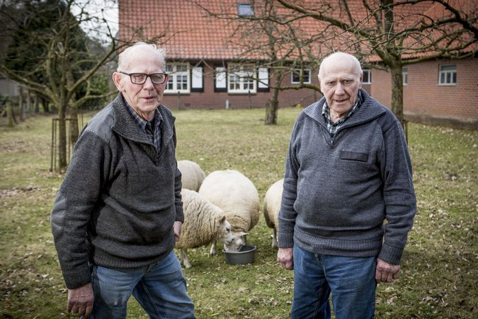 Bennie (links) en Hennie ter Avest.
