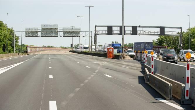 Aanrijding met twee vrachtwagens op viaduct in Gentbrugge: veel stoffelijke schade