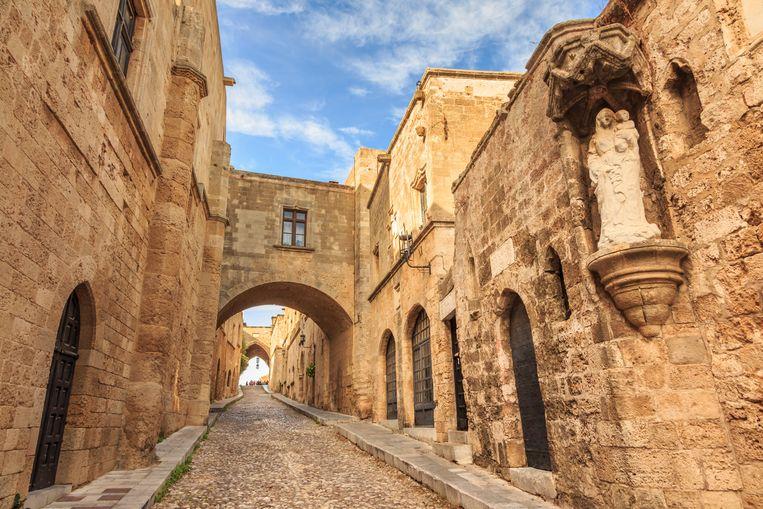 De middeleeuwse stad Rodos (op het gelijknamige eiland) loopt gevaar door afbrokkeling van de kust, stellen experts. Daardoor komen de historische straten en panden dichter bij het water te liggen. Beeld null