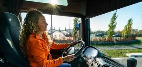 Vrachtwagenchauffeur Hayley (27) hoopt meer jongeren enthousiast te krijgen voor haar job: 'Loop eens een dagje mee'