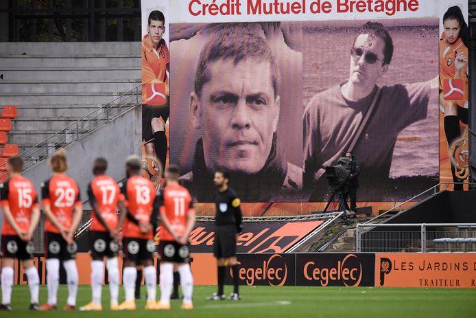 Ook in Franse voetbalstadions, zoals hier in Lorient, wordt dit weekeinde stilgestaan bij de aanslag op geschiedenisleraar Samuel Paty.