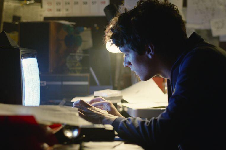In de nieuwste interactieve Netflix-film 'Bandersnatch' bepaalt u of hoofdpersonage Stefan slaagt om zijn lievelingsboek te vertalen naar een computerspel.