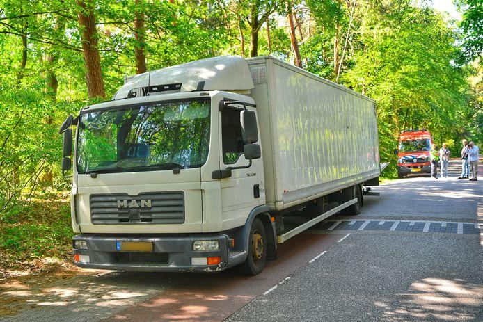 Vrachtwagen met vermoedelijk drugsafval gevonden in Riethoven.