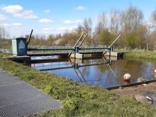 Modern rad draait als proef dichtbij oude Dintherse watermolen