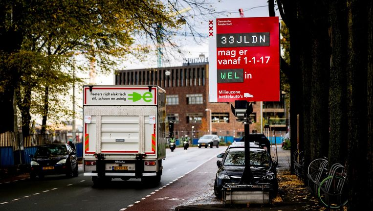Per 1 januari 2017 zijn oude dieselbestelauto's niet meer welkom in de stad. Beeld anp
