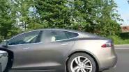 Tesla-bestuurder doet dutje met hoge snelheid op de E17