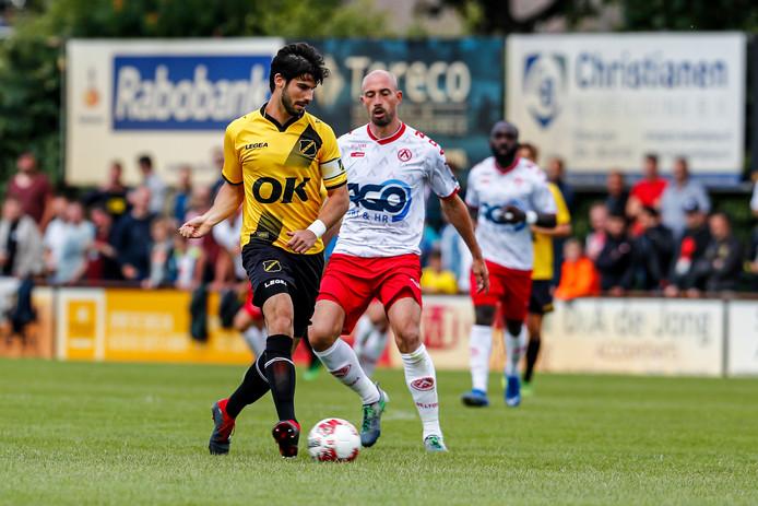 Nacho Monsalve werd vorig seizoen nog kampioen met FC Twente, maar draagt nu de aanvoerdersband bij NAC.
