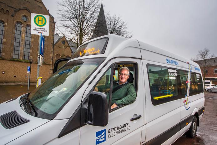 Chauffeur Peter van Rotterdam mag in elk geval tot 2020 blijven rijden in de burgerbus