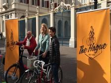 Piepjonge stadsgids start fietstour door Den Haag