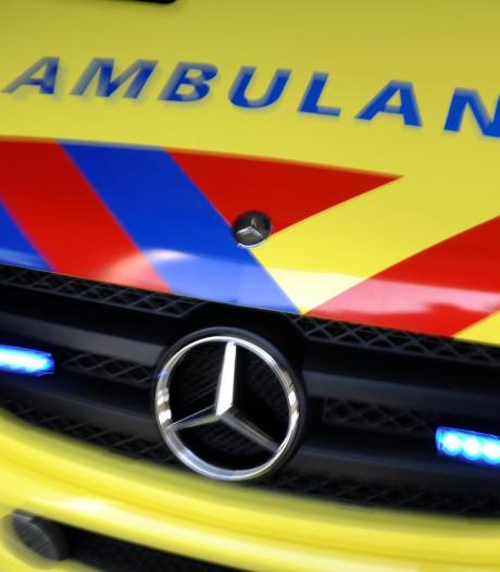 Voetganger (59) gewond na aanrijding bij bouwmarkt Alblasserdam