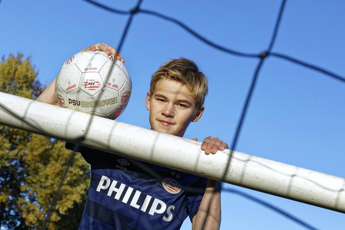 Dirk van der Heijden (11) had lang last van het incident met de rookpotten dat hij van een afstandje zag in het Philips Stadion in april 2017.