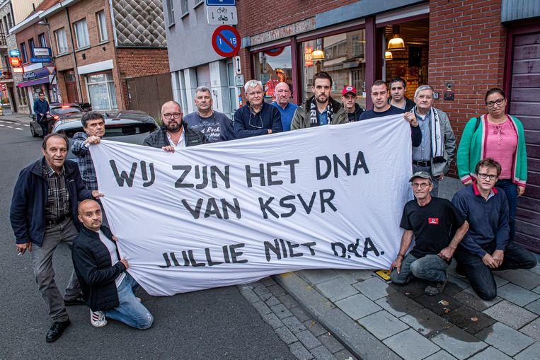 De supporters trokken gewapend met een spandoek met een duidelijke boodschap naar de match van KSVR tegen Westerlo.