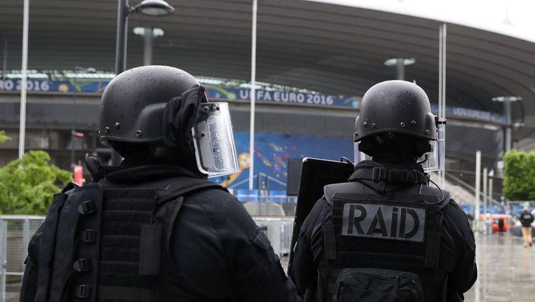 Leden van de Franse RAID tijdens een anti-terreur oefening bij het Stade de France in Parijs. Beeld afp
