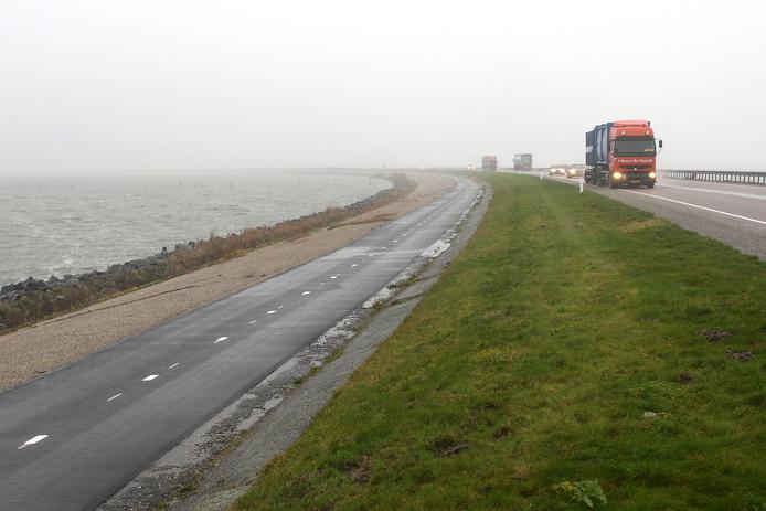 De Markerwaarddijk tussen Enkhuizen en Lelystad. Afbeelding ter illustratie.