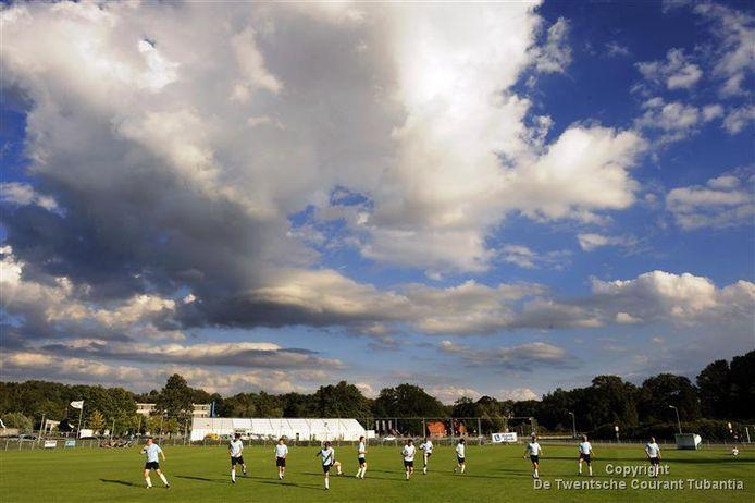 De bal rolt niet meer in het amateurvoetbal, de trainerscarrousel draait nog wel.