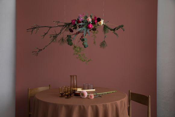 Bloementak boven je feesttafel.